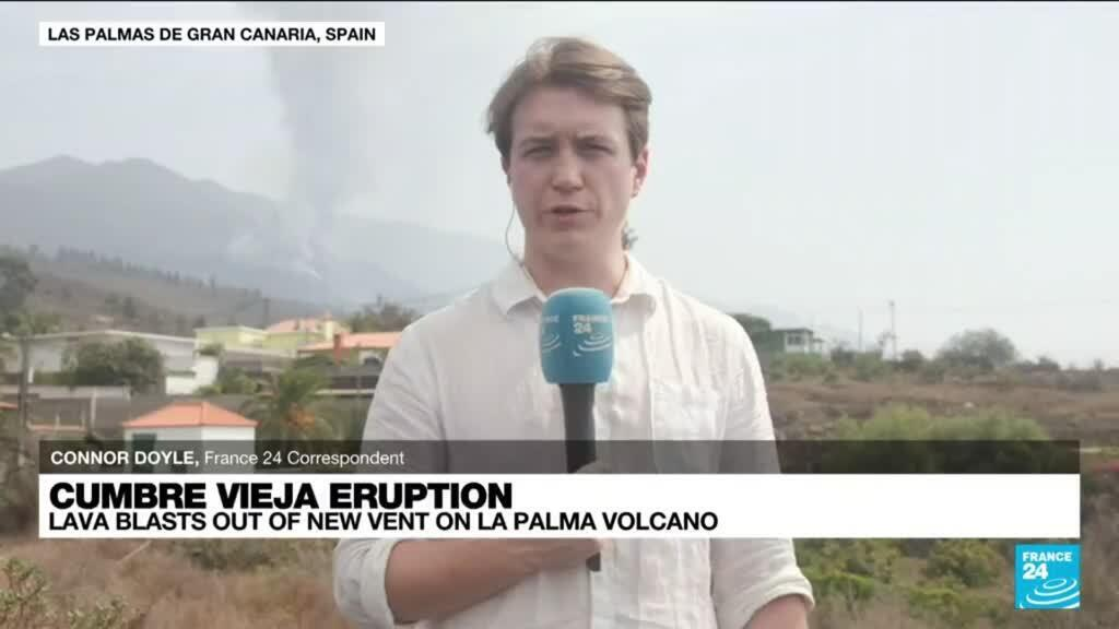 2021-10-01 16:01 Authorities say air still breathable in La Palma as lava pours into sea
