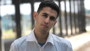 Originaire du camp de Yarmouk, à Damas, le pianiste Aeham Ahmad vit aujourd'hui à Wiesbaden, en Allemagne.