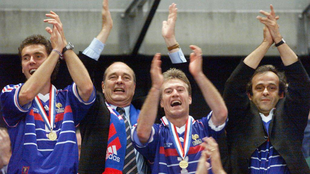 Jacques Chirac célèbre la victoire des Bleus lors du Mondial-98.