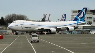 Un Boeing 747-8F (fret) sur un terrain du constructeur américain dans l'Etat de Washington, le 20 mars 2011