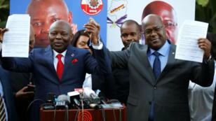 Vital Kamerhe (à gauche) et Félix Tshisekedi (à droite) lors d'une conférence de presse commune à Nairobi, au Kenya, le 23 novembre 2018.