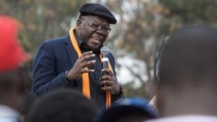 Tendai Biti, leader du Parti démocratique du peuple, s'adresse à ses soutiens lors d'un meeting le 5 août 2017.