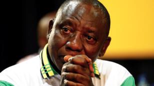 Archivo: Cyril Ramaphosa reacciona después de que fuera elegido presidente del ANC durante la 54ª Conferencia Nacional del gobernante Congreso Nacional Africano (ANC) en el Nasrec Expo Center en Johannesburgo, Sudáfrica, el 18 de diciembre de 2017.