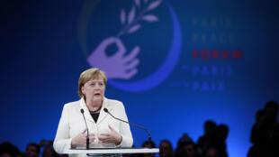 La canciller alemana, Angela Merkel, durante su discurso en la apertura del Foro de la Paz de París, realizado como parte de la conmemoración internacional por el centenario del armisticio de la Primera Guerra Mundial, el 11 de noviembre de 2018.