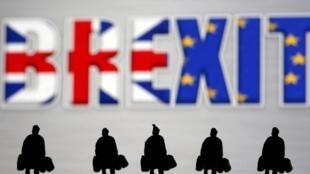 Se ven pequeñas figuras de juguete frente a un logotipo de Brexit en esta imagen de ilustración elaborada el 30 de marzo de 2019.
