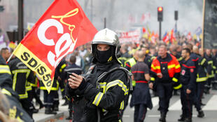 Firefighters demonstrate in Paris on October 15, 2019.