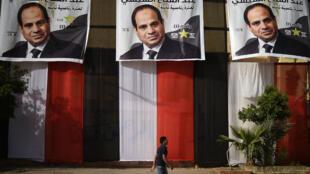 Affiches de campagne du président Abdel Fattah Al-Sissi, au Caire, le 25 mars 2018.