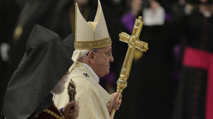 Pope Francis (C) leaves at the end of a mass on April 12, 2015 for Armenian Catholics at the Vatican, marking a century since the mass killings of Armenians under the Ottoman Empire