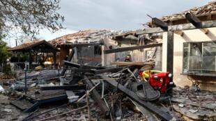Maison détruite par une roquette à Mishmeret, au nord de Tel Aviv, le 25mars2019.
