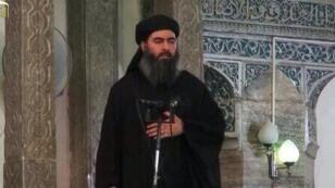 Abou Bakr al-Baghdadi en plein prêche dans une mosquée de Mossoul en juillet 2014.