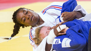 La judoka française s'impose en finale face à l'Espagnole Maria Bernabeu, vendredi 28 août 2015 à Astana.
