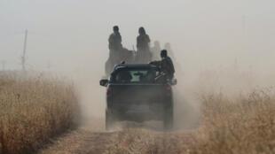 Des rebelles syriens combattent aux côtés des combattants turcs.