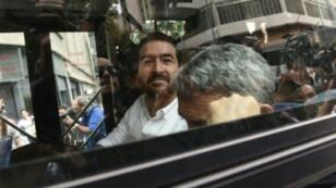 المعارض الفنزويلي دانيال سيبالوس (34 عاما) رئيس البلدية السابق لسان كريستوبال (غرب فنزويلا) خلال نقله بعد الإفراج عنه في 01 حزيران/يونيو 2018 في كراكاس