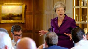 La primera ministra británica Theresa May comienza una reunión con su gabinete para discutir los planes del Brexit en Chequers, la residencia de campo oficial de la primera ministra, cerca de Aylesbury, Gran Bretaña. 6 de julio de 2018.