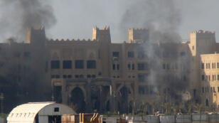 Le siège du gouvernement yéménite visé par un attentat de l'EI, le 6 octobre 2015.