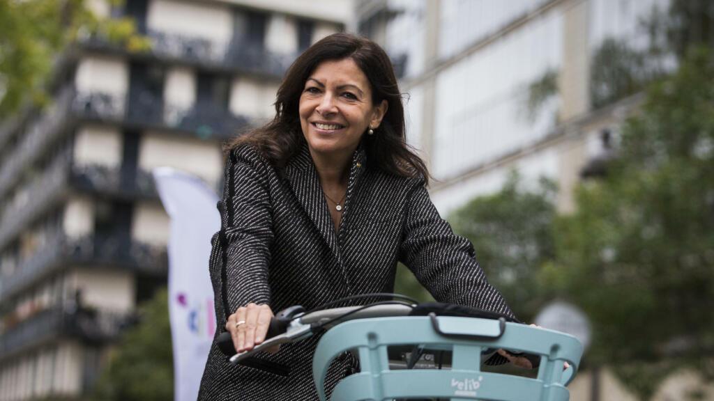 Socialist presidential hopeful Anne Hidalgo pushes for '100% bikeable' Paris