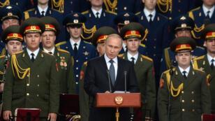 """Le président russe Vladimir Poutine lors de son discours d'ouverture du salon mitaire """"Armée-2015"""", à Kubinka, le 16 juin 2015."""