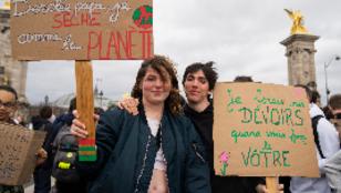تلاميذ المدارس الثانوية يحتجون في شوارع باريس ضد ظاهرة الاحتباس الحراري، 15 مارس/آذار 2019