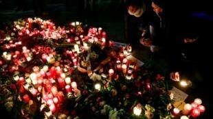 إشعال الشموع تكريما لضحايا الاعتداء في العاصمة برلين