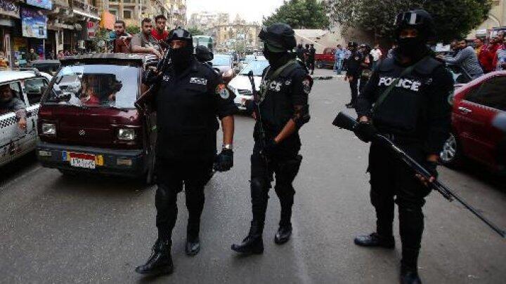 عناصر من الشرطة المصرية في احد شوارع القاهرة