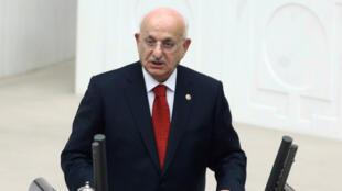 Le président du Parlement turc, Ismail Kahraman, durant un discours le 22 novembre 2015.