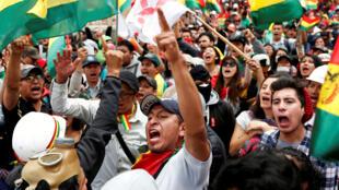 Des manifestants lors du mouvement de protestation contre le président bolivien Evo Morales, à La Paz, le 9 novembre 2019.
