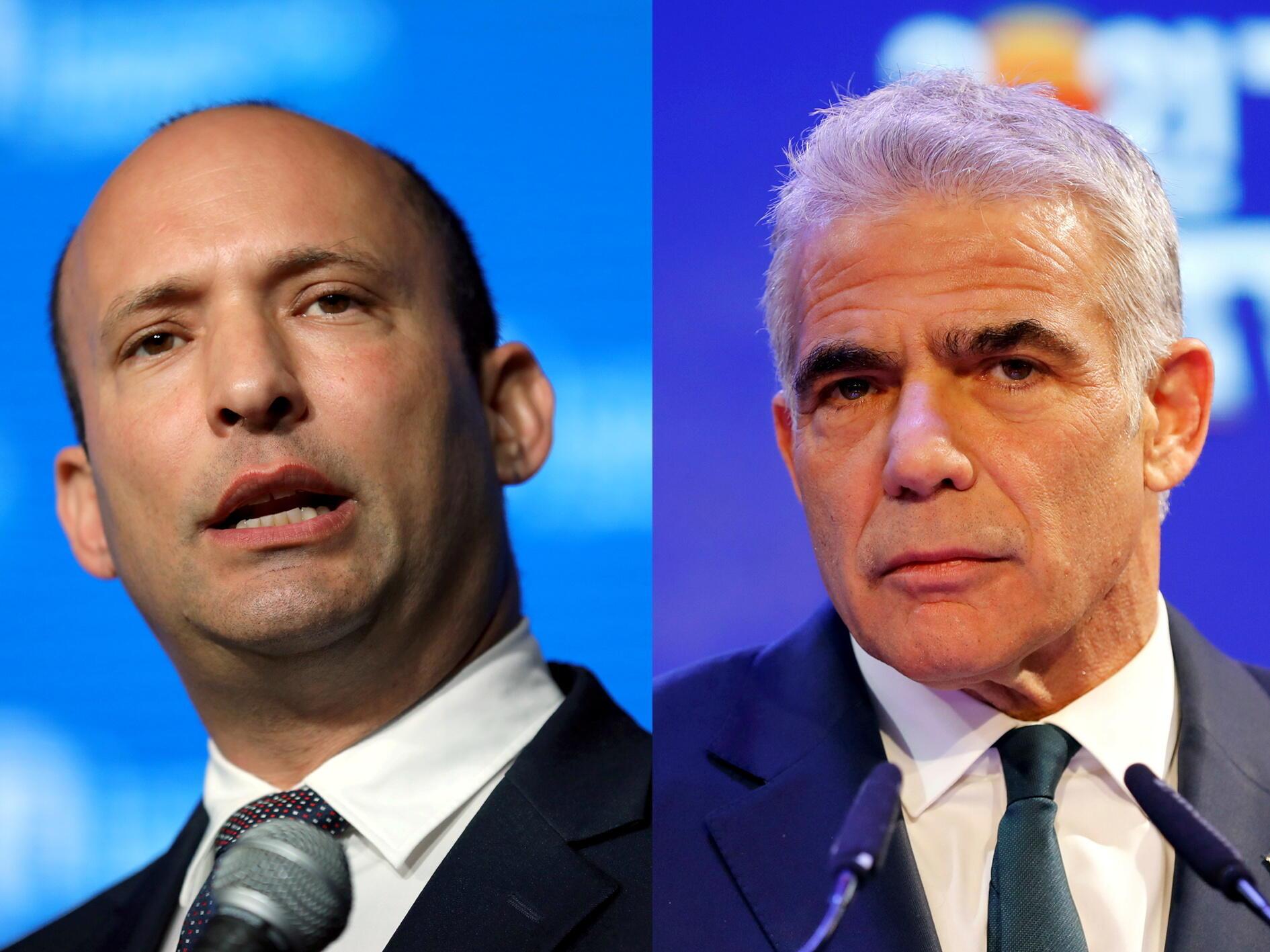 Naftali Bennett (à gauche), ancien ministre israélien de l'Éducation, ici à Jérusalem le 14 mai 2018, et le leader du parti centriste Yesh Atid, Yaïr Lapid (à droite), ici à Tel Aviv le 24 mars 2021.