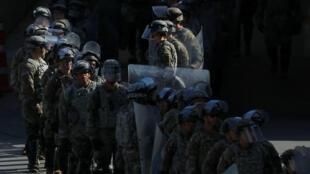 Las tropas militares de EE. UU. regresan de un despliegue de prueba con los agentes de Aduanas y Protección Fronteriza de EE. UU. después de realizar un ejercicio de preparación operacional a gran escala en el puerto de entrada de San Ysidro en San Diego, California, EE. UU., 10 de enero de 2019.