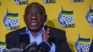 Le président Ramaphosa s'exprime face aux journalistes au sujet des manifestations qui secouent l'Afrique du Sud, vendredi 20 avril 2018.