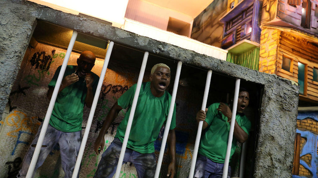 La escuela de samba Beija-Flor representa la situación actual que vive el país. Durante la segunda noche del desfile de carnaval en el Sambódromo de Río.