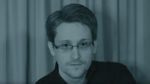"""Edward Snowden dans le clip """"Exit"""" de Jean-Michel Jarre."""