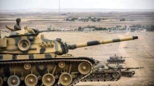 Des tanks de l'armée turc positionnés près de la frontière syrienne (archives).