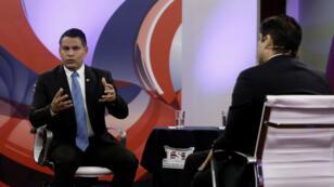 Los candidatos Fabricio Alvarado y Carlos Alvarado, durante un debate presidencial en Costa Rica el 25 de Marzo de 2018.