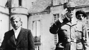 Le maréchal Pétain et Pierre Laval, le chef du gouvernement, en novembre 1942 à Vichy.