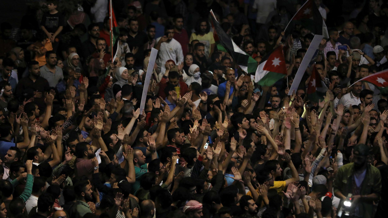 Protesta contra el proyecto de ley de impuesto a la renta en Amán, la capital de Jordania, el 6 de junio de 2018.
