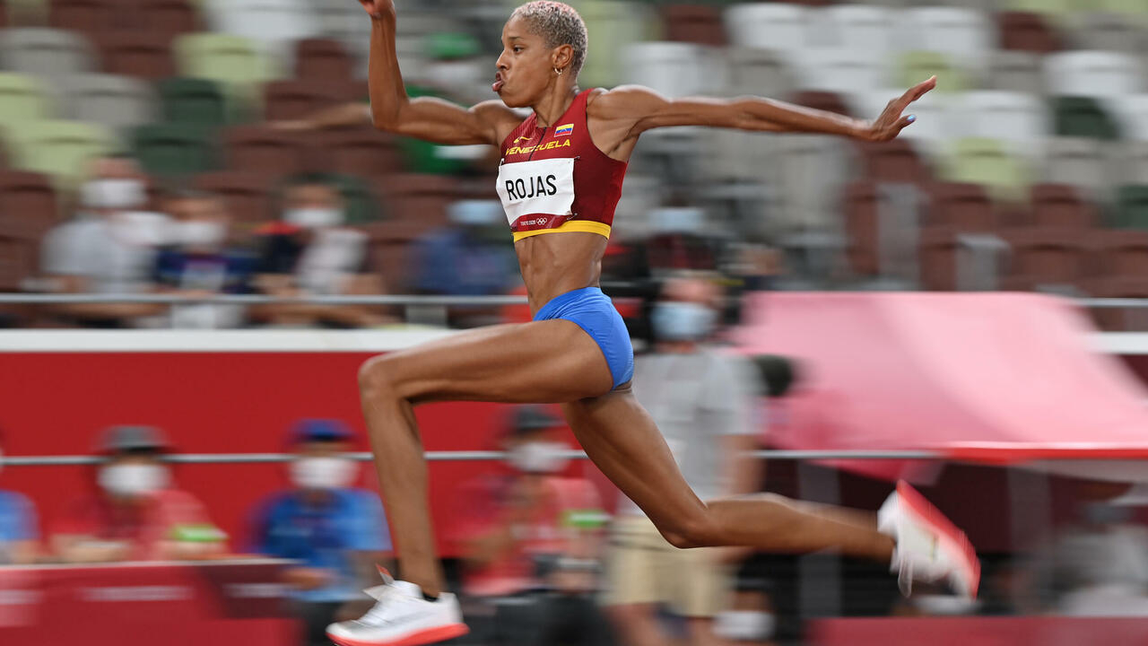 Venezuela's Yulimar Rojas sets new women's triple jump world record - France 24