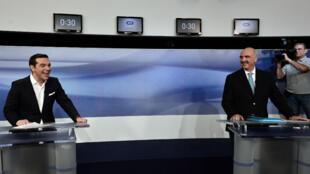 Alexis Tsipras (à gauche) et Evangélos Meïmarakis face à face, lundi 15 septembre, lors d'un débat télévisé.
