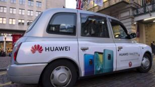 Un taxi britannique aux couleurs du géant chinois Huawei, très présent au Royaume-Uni.
