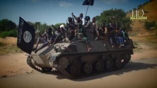 صورة عن شريط فيديو لمقاتلين من بوكو حرام في مكان غير محدد