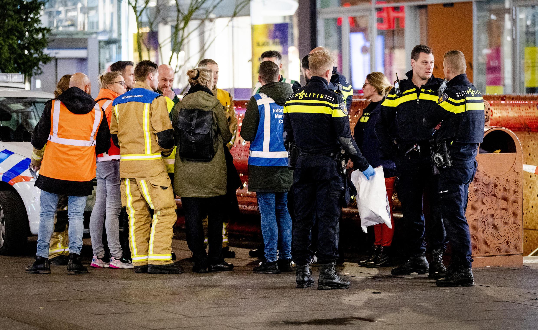 شرطة في موقع اعتداء بسكين بمدينة لاهاي الهولندية.