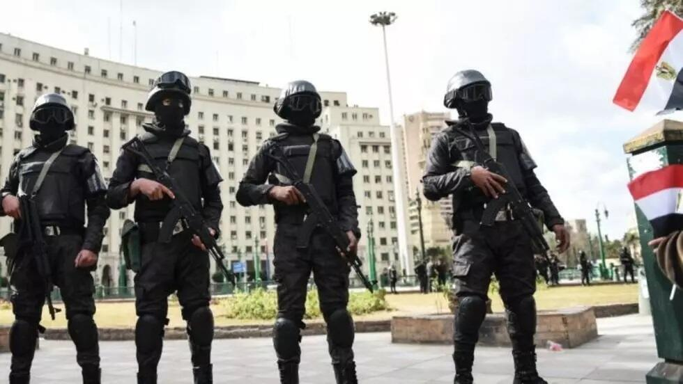 egypte-policiers-080516_1