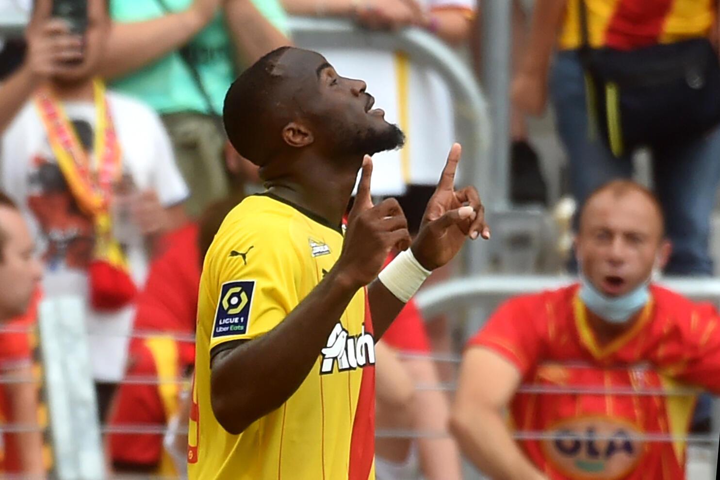 Striker Kamerun dari Lens, Ignatius Knebe Ganabo, setelah bermain imbang melawan Saint-Etienne di kandang, pada putaran kedua L1, 15 Agustus 2021 di Stade Bolert-Delice.