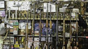 Des fusils d'occasion sont vendus à l'étalage le 5 janvier 2015 en Oregon.