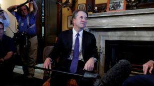 Foto de archivo del candidato a la Corte Suprema de Justicia, Brett Kavanaugh, durante una reunión con el senador Rob Portman. Washington D. C., Estados Unidos. 11 de julio de 2018.