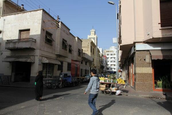 أحد أزقة الدار البيضاء بالمغرب