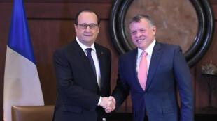 Le président français, François Hollande, et le roi Abdallah II de Jordanie, à Amman, le 19 avril 2016.