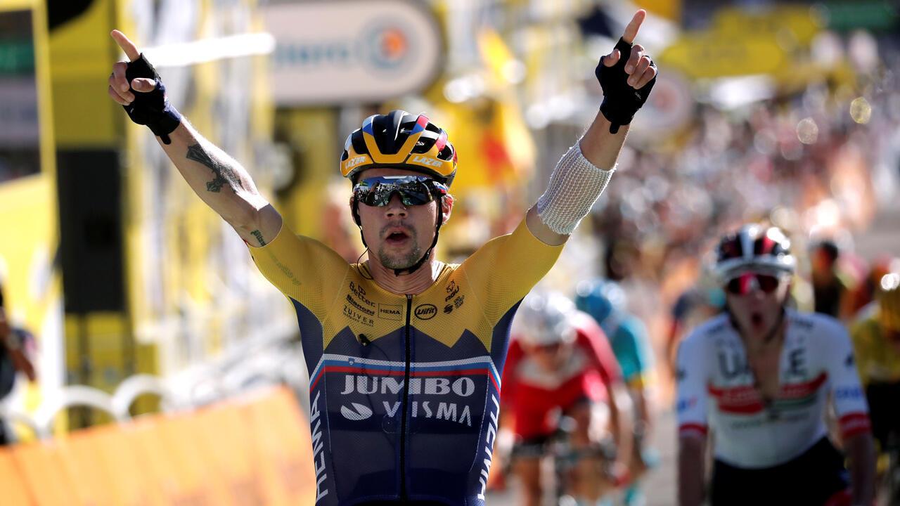El ciclista del equipo Jumbo-Visma, Primoz Roglic, gana la cuarta etapa del Tour de Francia 2020 por delante del ciclista Tadej Pogacar, el 1 de septiembre de 2020.