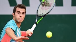 Hugo Gaston face au Japonais Yoshihito Nishioka au 2e tour de Roland-Garros, le 30 septembre 2020