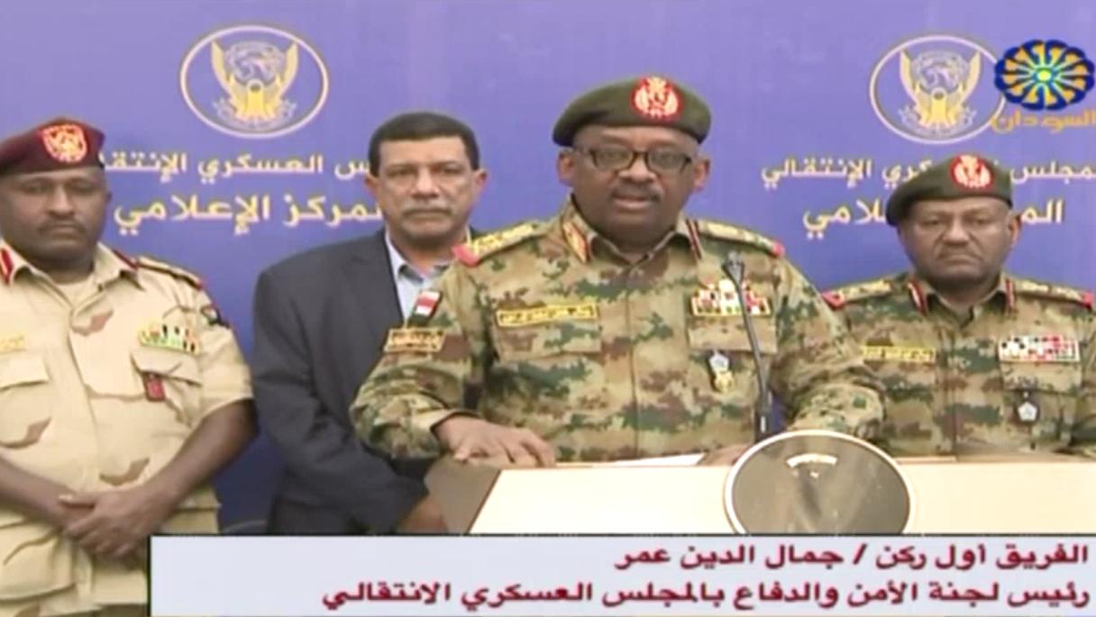 Le général Jamal Omar, représentant du conseil militaire au pouvoir au Soudan, s'adresse à la télévision le 11 juillet 2019.