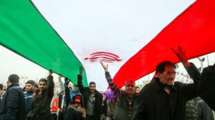Ciudadanos iraníes durante una ceremonia en Teherán, Irán, el 11 de febrero de 2019.